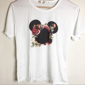 Tops - White T-shirt with floral design